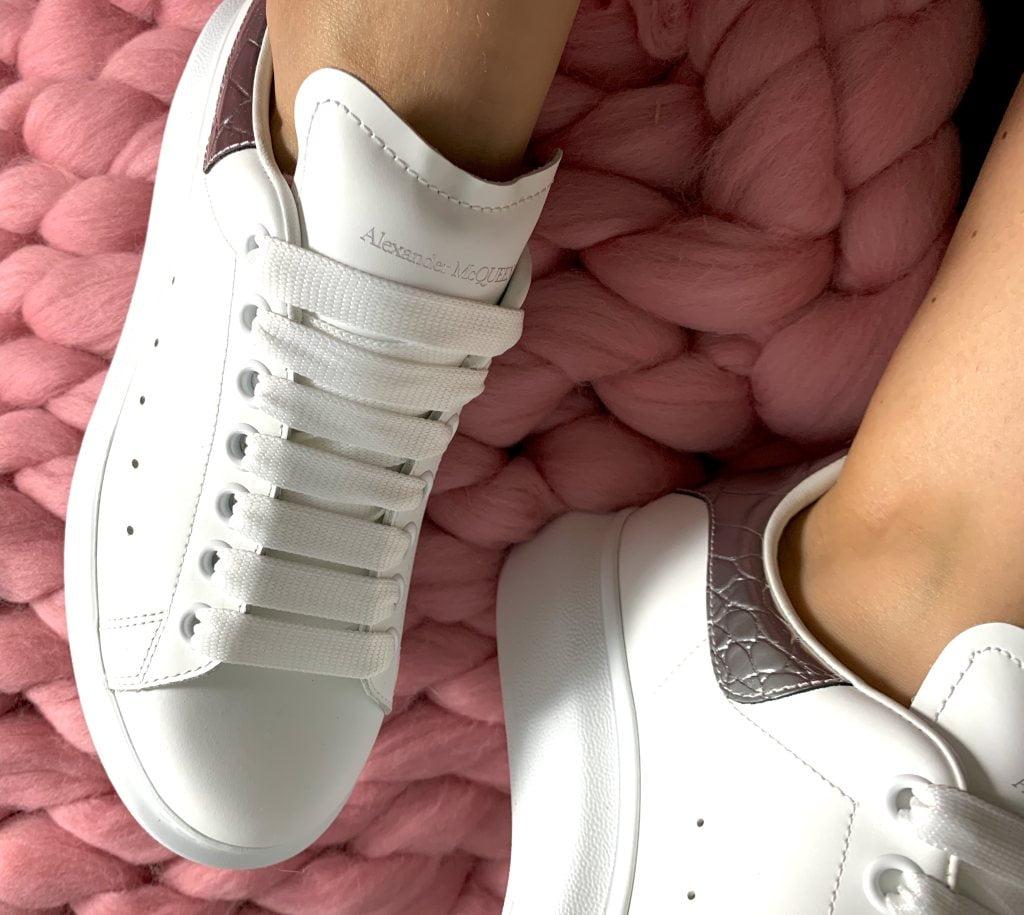 Sneakersy McQueen – wygodne buty od awangardowego domu mody