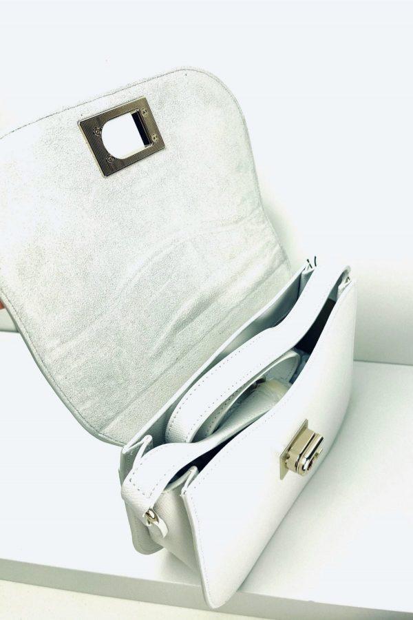 Biała torebka listonoszka na regulowanym pasku